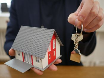 Warum muss man Schlösser in der neuen Immobilie ersetzen?
