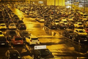 Parkplatzsuche am Flughafen