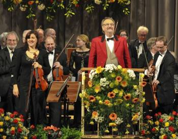 Johann-Strauss-Orchester Wiesbaden präsentiert festliches Neujahrskonzert in Bra