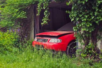 Das alte Auto muss weg