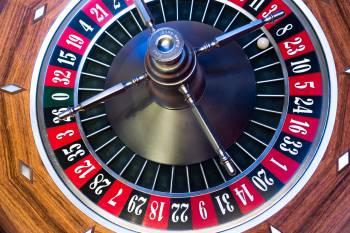 Kugel beim Roulette liegt auf der Acht